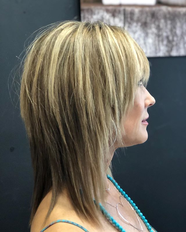 It's pretty easy to make your client look good when they are already this STUNNING 👍🏻😬 #lob #lobhaircut #faceframingcut #layeredhaircut #shatteredlayers #texture #pieceyhaircut #shag #shaghaircut #localhoneypetaluma #petalumasalon #downtownpetaluma