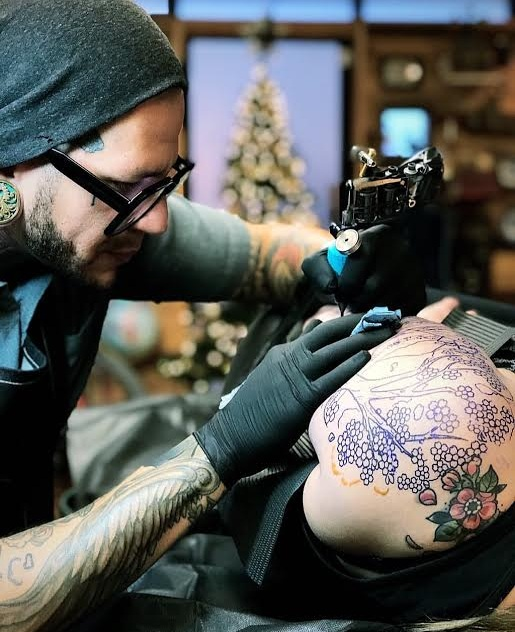 @dwightbulb - A Las Vegas native, Dwight has been tattooing ever since he started tattooing.