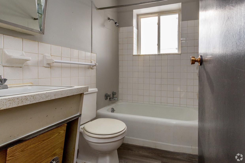 Beech Grove Place bathroom.jpg