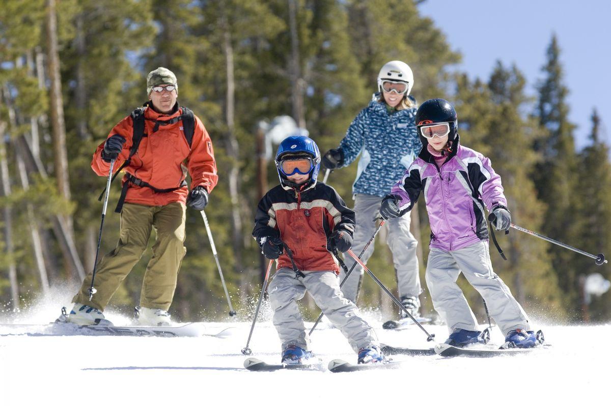 Family-Skiing2.jpg
