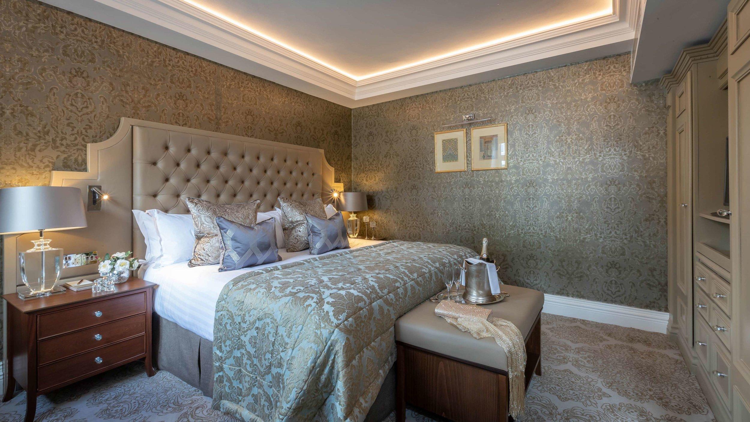 queen-anne-court-bedroom-01.jpg