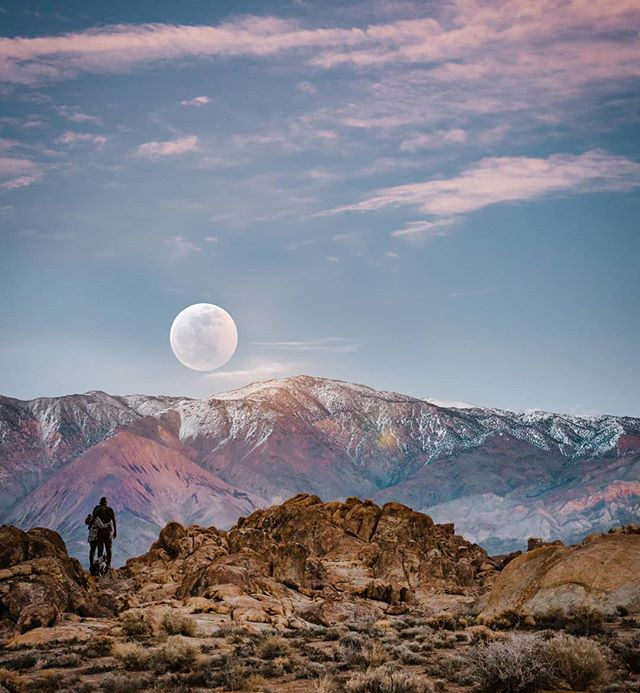 The moment the Super Blood Wolf Moon rose over the mountains.  If your wanting a session over in Alabama hills, or pretty much anywhere in nature, send me a DM! . . . . #bessieyoungphotography #bessieyoung #fresnophotographer #fresno #sonoraphotographer #sonyalphasteam #yosemitenationalparkelopement #elope #elopement #yosemitephotographer #destinationphotographer #sequoianationalparkwedding #sequoianationalparkphotographer #sonyimages #sony #rockymountainwedding #coloradowedding #californiawedding #californiaphotographer #alabamahillselopement #alabamahills #mammothlakesphotographer #mammothlakeselopement #mammothlakeswedding #joshuatreewedding #joshuatreephotographer #joshuatreeelopement