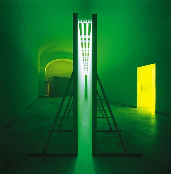 bruce-nauman-green-light-corridor-1970.jpg