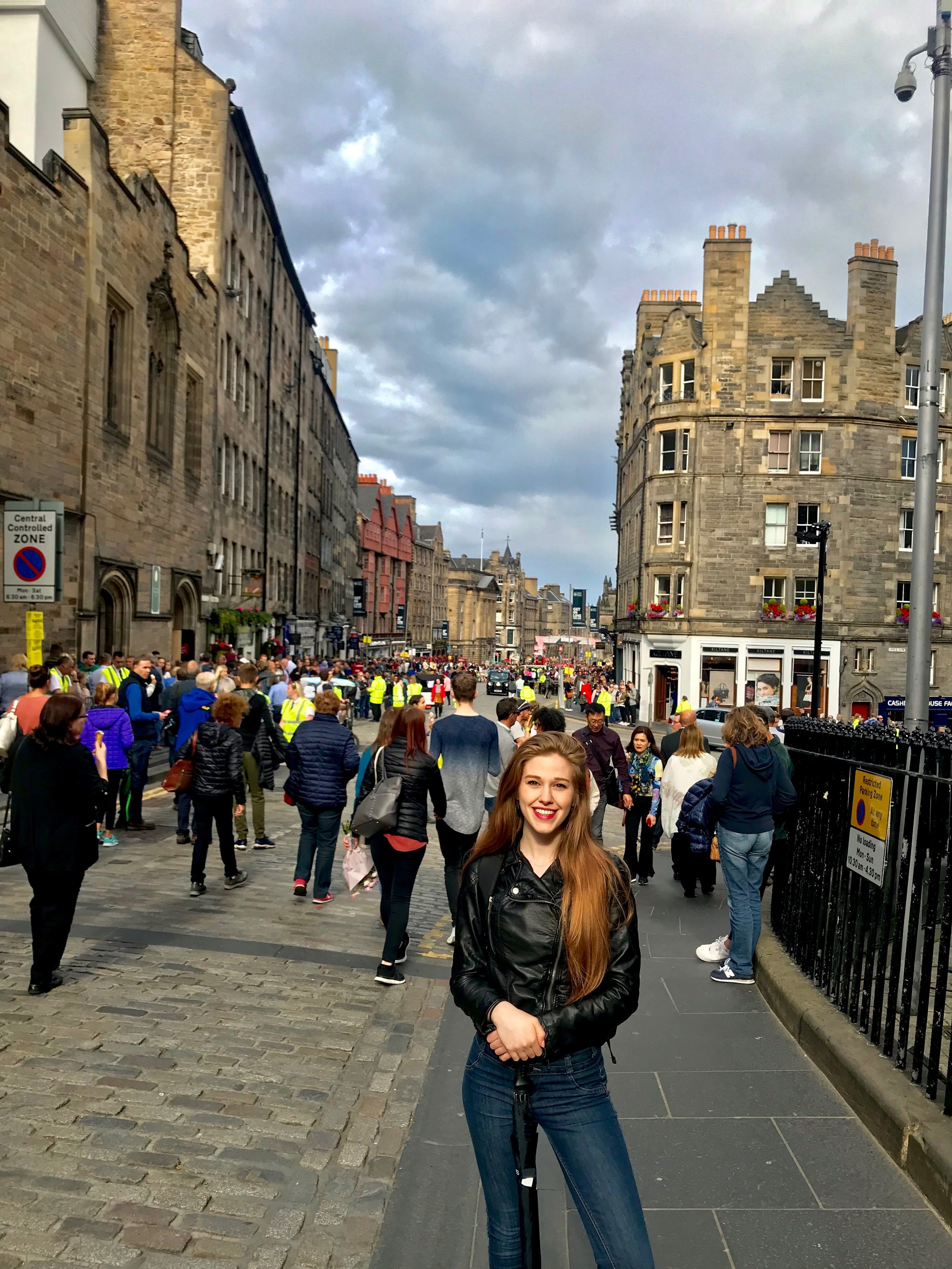 My First Edinburgh Fringe Experience! - - 4.5 days.-15 shows seen.- Lots of Rain.- Amazing experience.-Gotta go back next year!