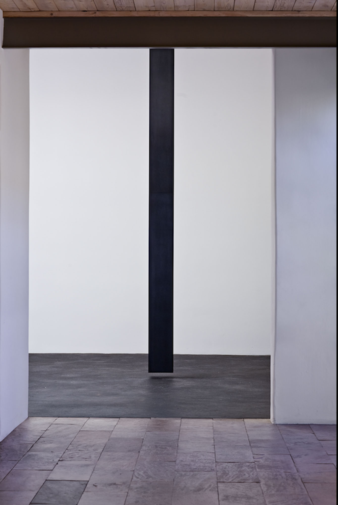 """Floating Column, 2008  Solid graphite, 14' x 10"""" x 10"""" x 9.5""""  Lannan Foundation collection. Photo: Jamey Stillings"""