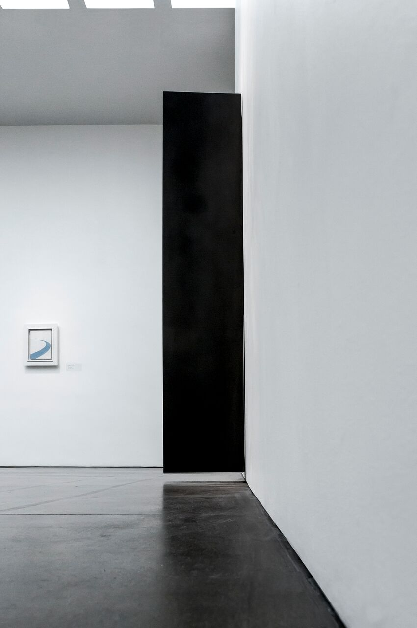 """Tilted Column, 2008  Solid graphite,70"""" x 14"""" x 15""""   Carbon: Susan York (installation view, Georgia O'Keeffe Museum, 2016) Photo: Larry Fodor"""