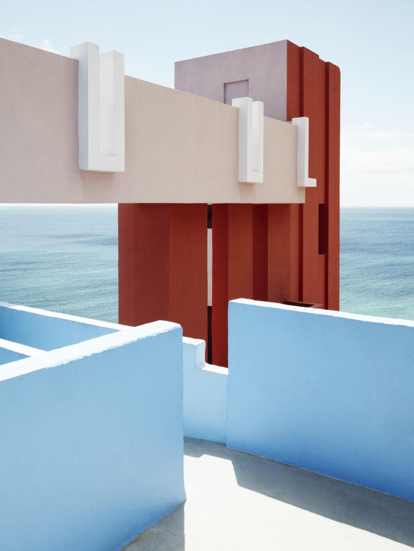 Muralla_Roja_Calpe_Spain_Ricardo_Bofill_Taller_Arquitectura_03b-1080x1440.jpg