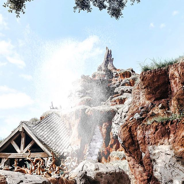 Whether you want to head to the Rocky Mountains or Splash Mountain, let me help you plan the best UEA/Fall Break vacation ever! briannastravel.com