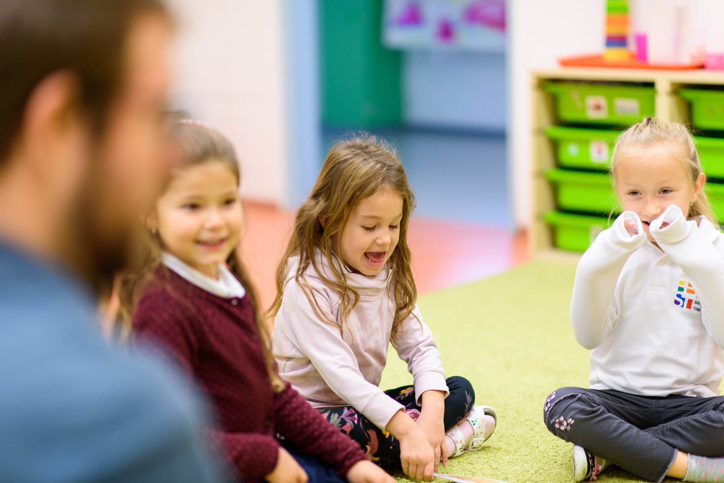 Bilingual education - In our kindergarten we have established an environment in which one teacher in each classroom communicates in Slovak and the other in English language.