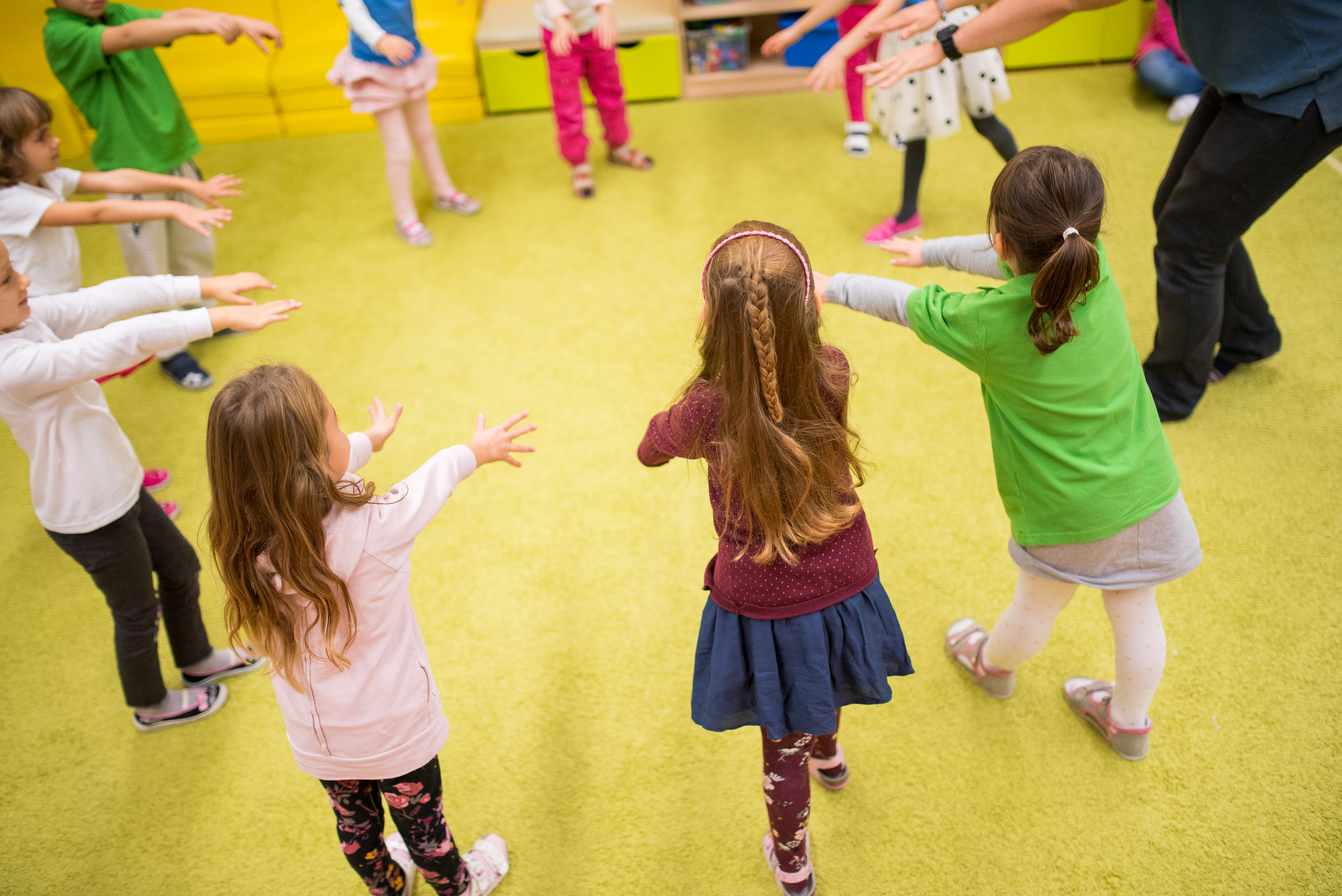 Overall development - in each component of education: in our institution we offer playing a musical instrument, skating courses, year round swimming lessons, dancing and a ski course.