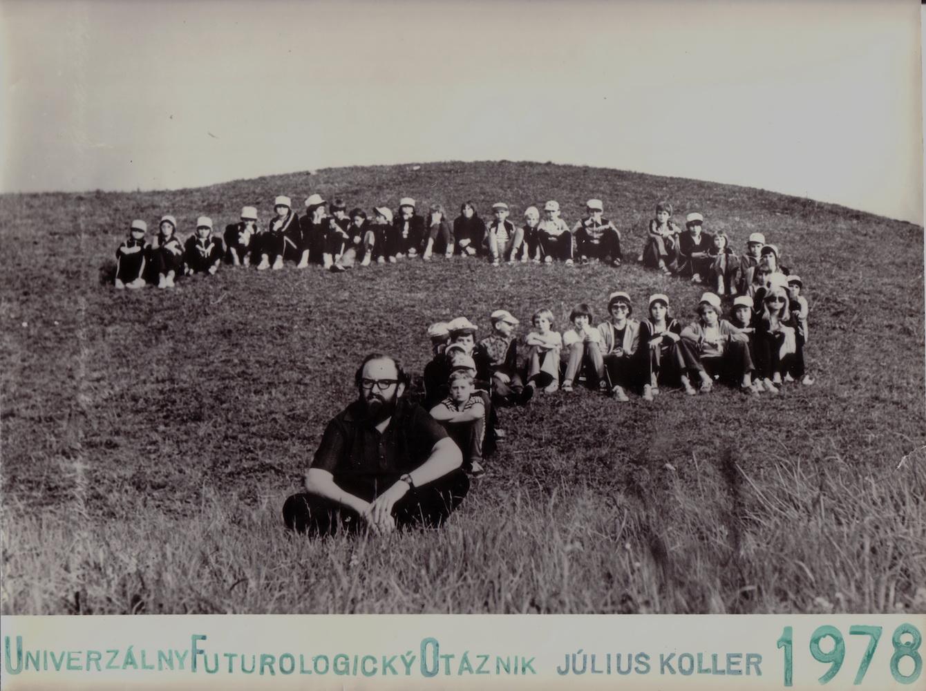1978, UniverzálnyFuturologickýOtáznik, fotografia, 29x22,5 cm