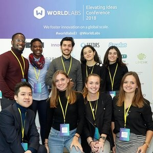 Nia Simpson (Back row second left) at WorldLabs