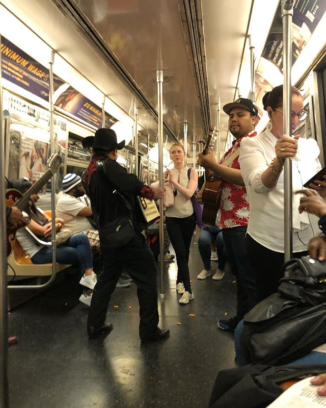 Lost in translation #whatiseeiswhatyouget #mta #nyc #mariachis
