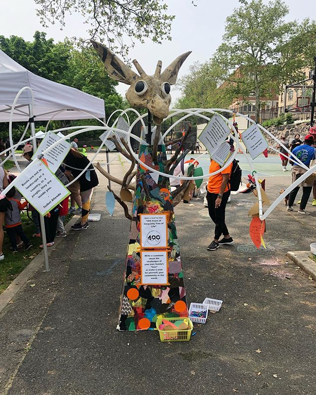 Doing some arts and crafts with our friends of @sugarhillmuseum at the Hike the heights day, all about joining people, roots, sharing, and walking the Giraffe Path. #whatiseeiswhatyouget #nyc #sugarhill #washheights