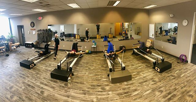 Class time 🙆‍♀️🙆‍♂️🤸‍♂️#Pilates #stretch #pilatesreformer #pilatesclass Monday morning #lovemybody #groupclass #corework #workout fitness #nevertolate #buffalo #amherst #breathe #716 #springbreak #summerbody
