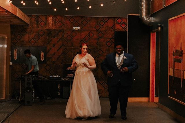 Dancing into this weekend like.. Photography: @onejourneyphotography  Venue: @speakeasyindy  #weddingsinindiana #itskeeevents #dayofcoordination #weddingideas #dance