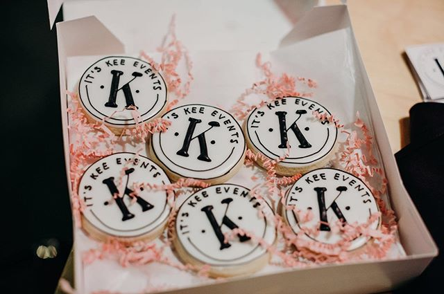 We made it to Friday! We deserve a cookie or two 😉  Photography: @leahrife  Cookies: @bopbakingco  #weddingblogger #itskeeevents #dayofcoordination #indianaeventplanner #partyplanner
