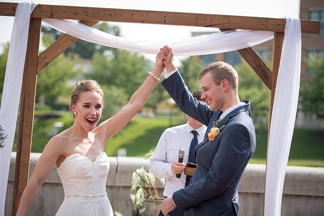 Happy 1 Year Anniversary to these two love birds! Best wishes on another year of fun filled adventures together!  Photography:  @wamplerphoto  #itskeeevents #weddingday #wedindy #weddingday #indianawedding #dayofcoordination