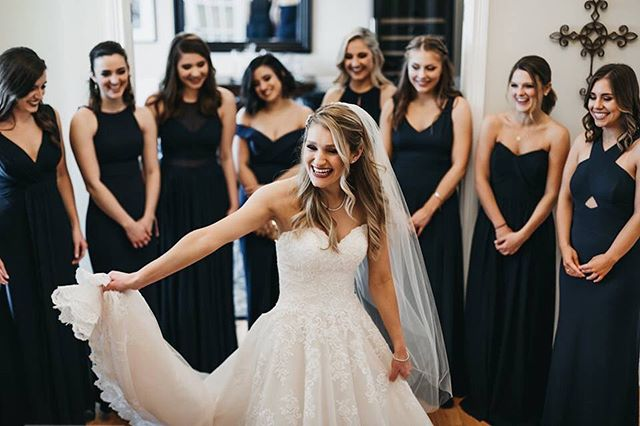 First look with the Bridesmaids ✨ 📷: @kristenvangilsephoto  #indianawedding #itskeeevents #dayofcoordination #indianaweddingplanner #bridegoals #bridesmaids