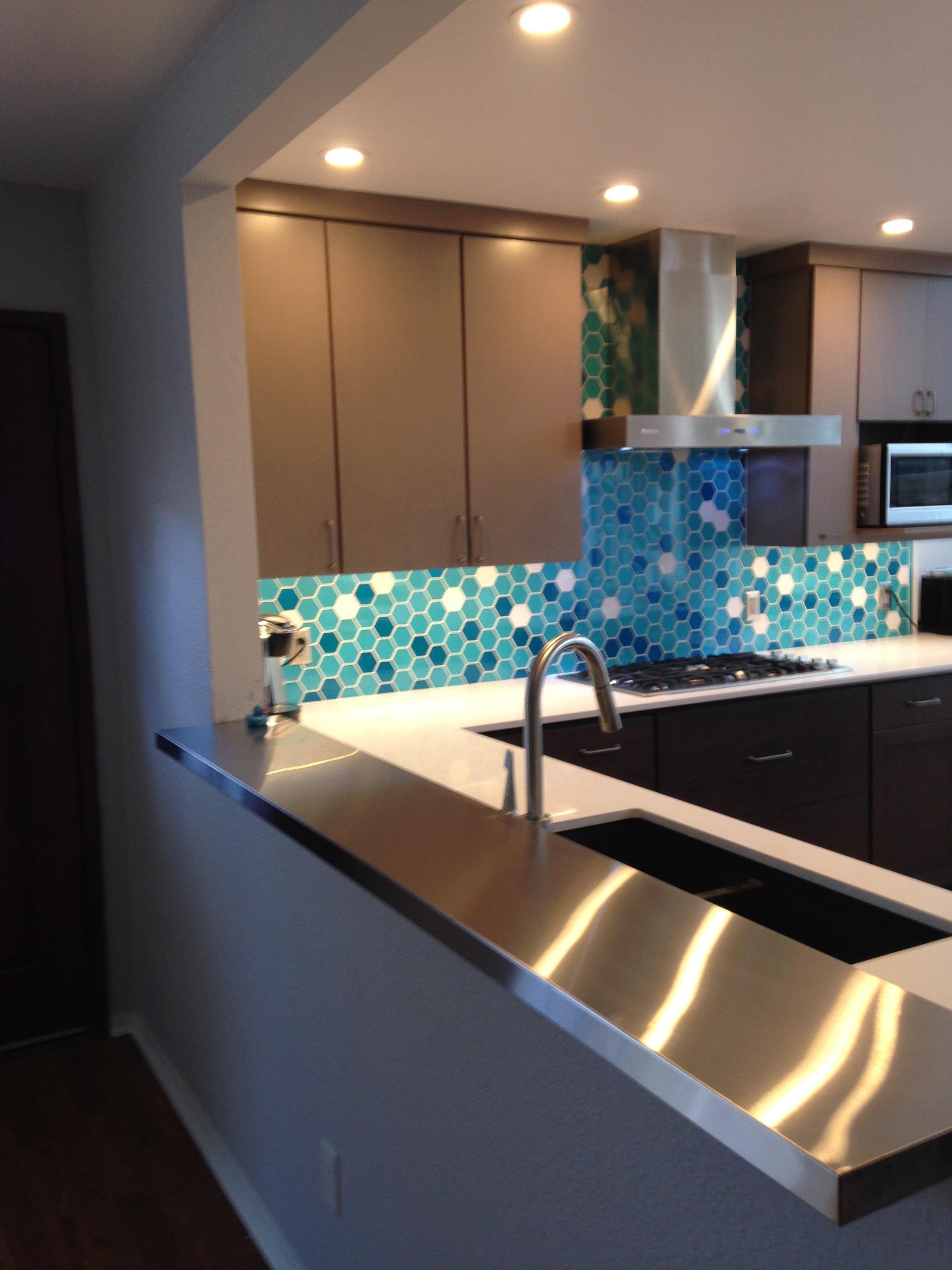 Kitchen M -.JPG