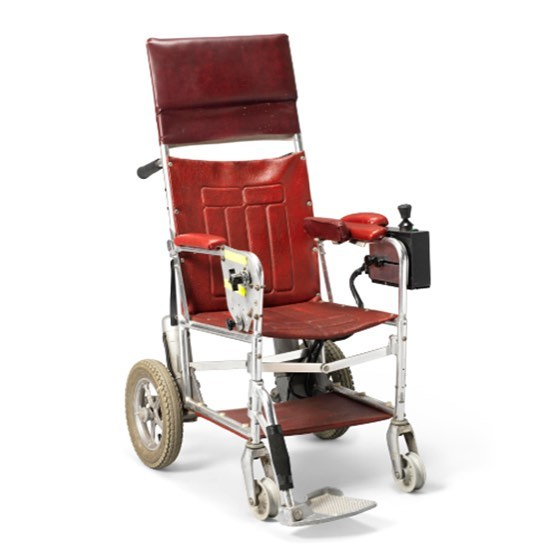 Stephen Hawking's power chair sold yesterday in an online auction for £300,000. Visit our website to read the full article. #ourdiscom #disability #durabilities #disabilitycommunity #disabilityconfident #disabilitycongress2017 #disabilityawareness #auction #stephenhawking #powerchair