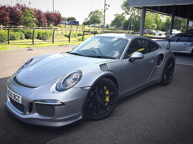 GT3RS with our full carbon kit #porsche #gt3rs #fortiscomposites #carbonfiber #carbonfibre #carbon #splitter #louvers #wing #car #supercar #exoticcars #modball #modballrally #dicklovett #carsofinstagram #scd #fast #v #weave #amazingcars247 #carsofinstagram