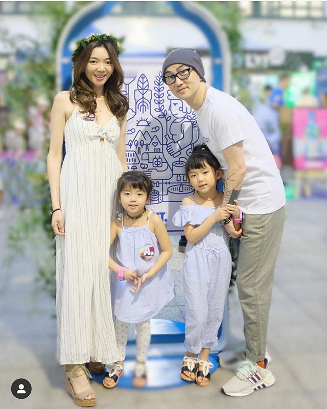 Thank you @amoebababy for joining us in celebrating #SwedishMidsummer National Day! Looking very #chic in @hm outfits! 💯 #hmhongkong #familygoal #swedish #oatly #absoluthk #festival #daughters #cute #happy #flowercrown #毛毛豆豆 #family