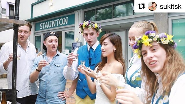 Have a closer look on how Suki spent her #MidSummer with us! Thank you for coming! 💞 #Repost @sukitsk with @get_repost ・・・ Check out the video of me enjoying the Swedish mid summer party last Friday💕 🇸🇪Thanks for having me @swedishconsulatehk @ouiworkshop 🥰 感謝安排 @volvocarshongkong xc90 接送到event 超舒服又安全的體驗! 一到達就先來一shot 喝下前瑞典人都會先唱起歌來😆 還有第一次製作了咖啡口味的cocktails 很易入口又香濃☺️ 當然少不了要吃瑞典傳統的肉丸!喝下兩杯酒後特別好吃😛 豐富活動的節日下一年我一定也要再去🖤🇸🇪 - Cocktails by: #absoluthk #absolutmidsommar @absolut_hk Food by: #pearandcarrot #ryehousehk  Transport by: #volvohk #standforsafety @volvocarshongkong Coffee by: #oatly #oatlyhk @oatly - #Sweden_HK #SwedishMidsummer #SwedishTradition #SwedishNationalDay #OUIWorkshop @ouiworkshop @swedishconsulatehk