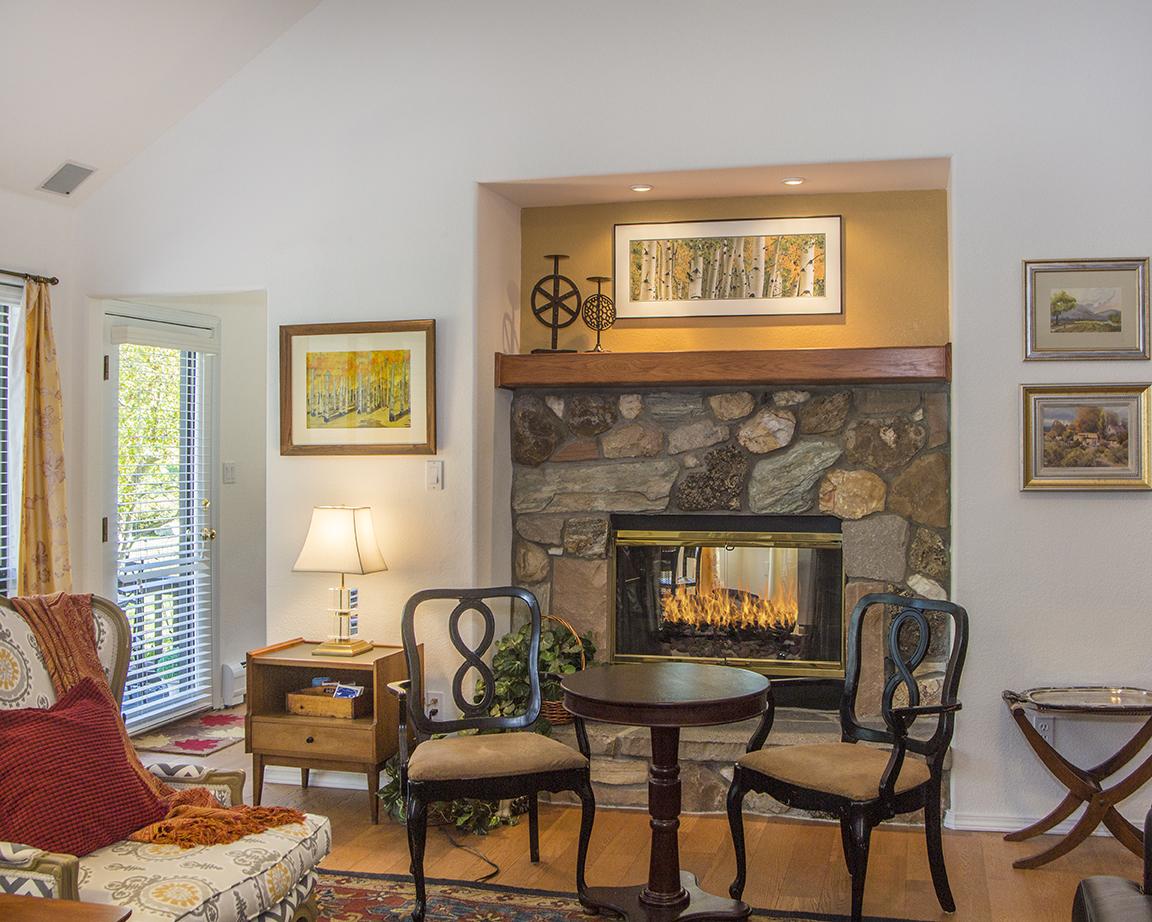 fireplace 1lo.jpg