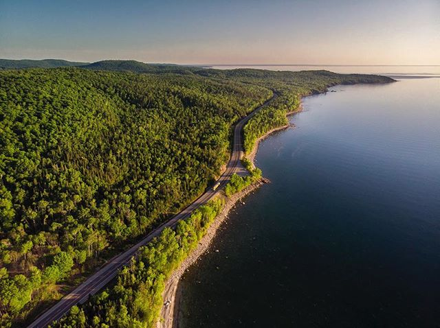 The road north of Lake Superior in Ontario at sunset. 📸@alexchoquette_photography #lakesuperiorprovincialpark #ontarioparks. . . . . . . .  #horizon_lussier #roadtripultramar #sunsetsniper  #dronestagram #djimavicair #dronephotography #campingontario #pleinair #pleinairmag #mecpleinair #lakesuperior #aerialphotography #onserejointdehors #exploreoutdoors #quebecoisenvoyage #nomademag #aventuriersdunord #quebec_travelers #sunsettime #ontario_adventures #ontario_ca #comewander #sunset_vision