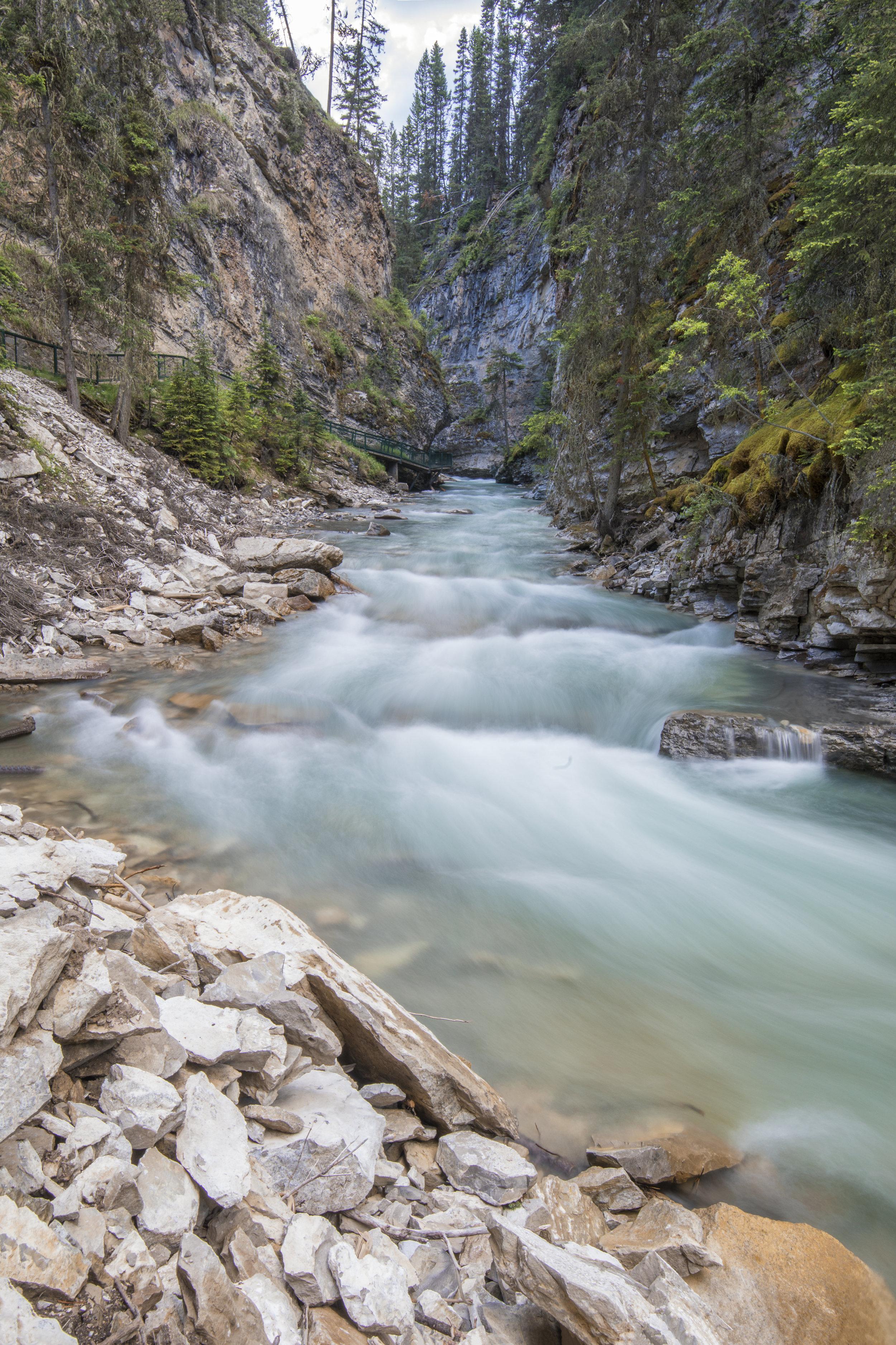 Ruisseau Johnston et ascension vers les chutes inférieures