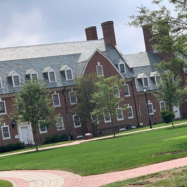 Stopped by the University of Delaware today for a quick look-and-feel. It's a roomy campus with a hip little street just off campus. Located close to that East Coast megalopolis, but maintains the small college town vibe. BONUS: like just over an hour from the beach🏖