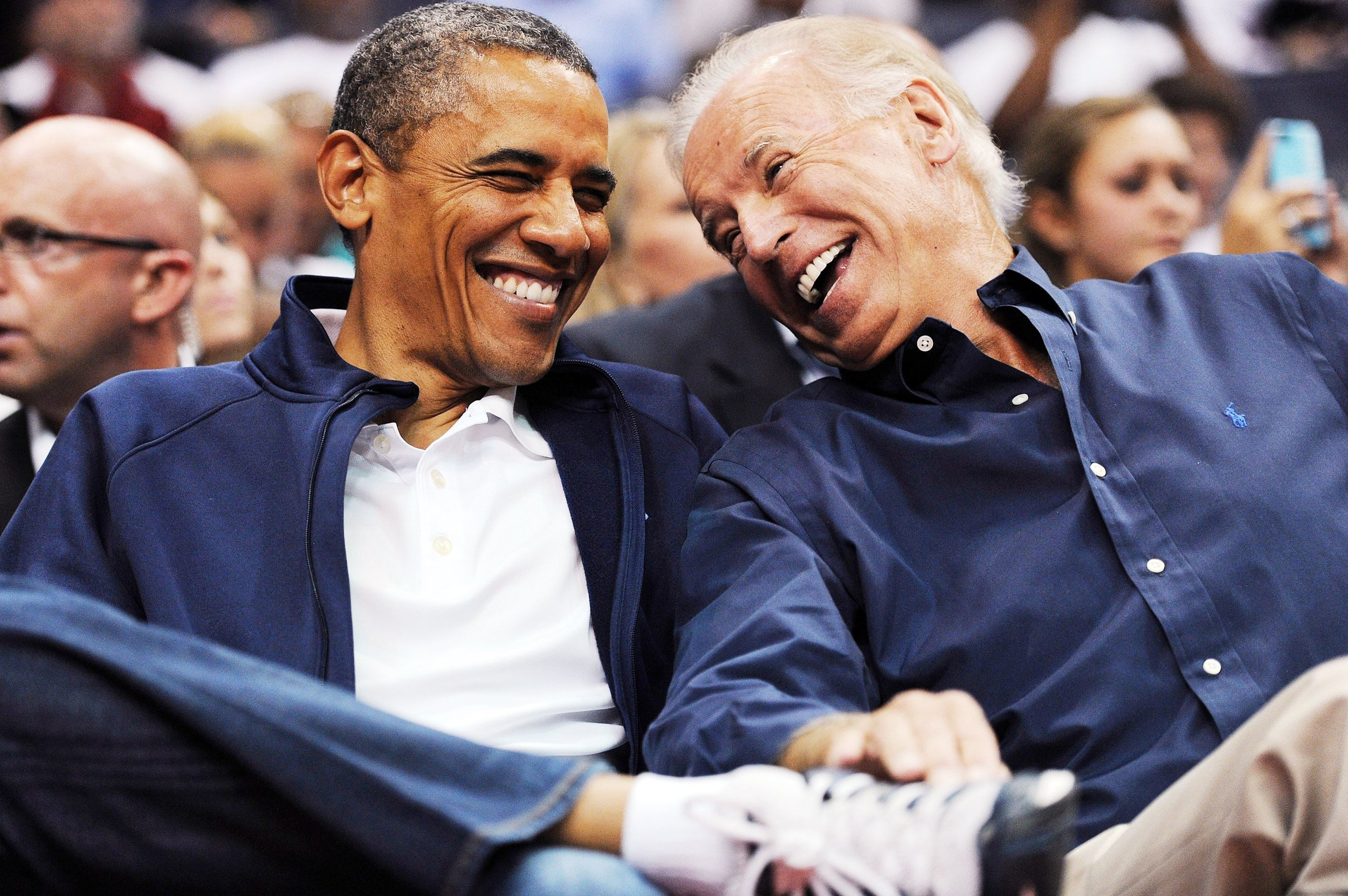 1470348535-barack-obama-birthday-joe-biden.jpg