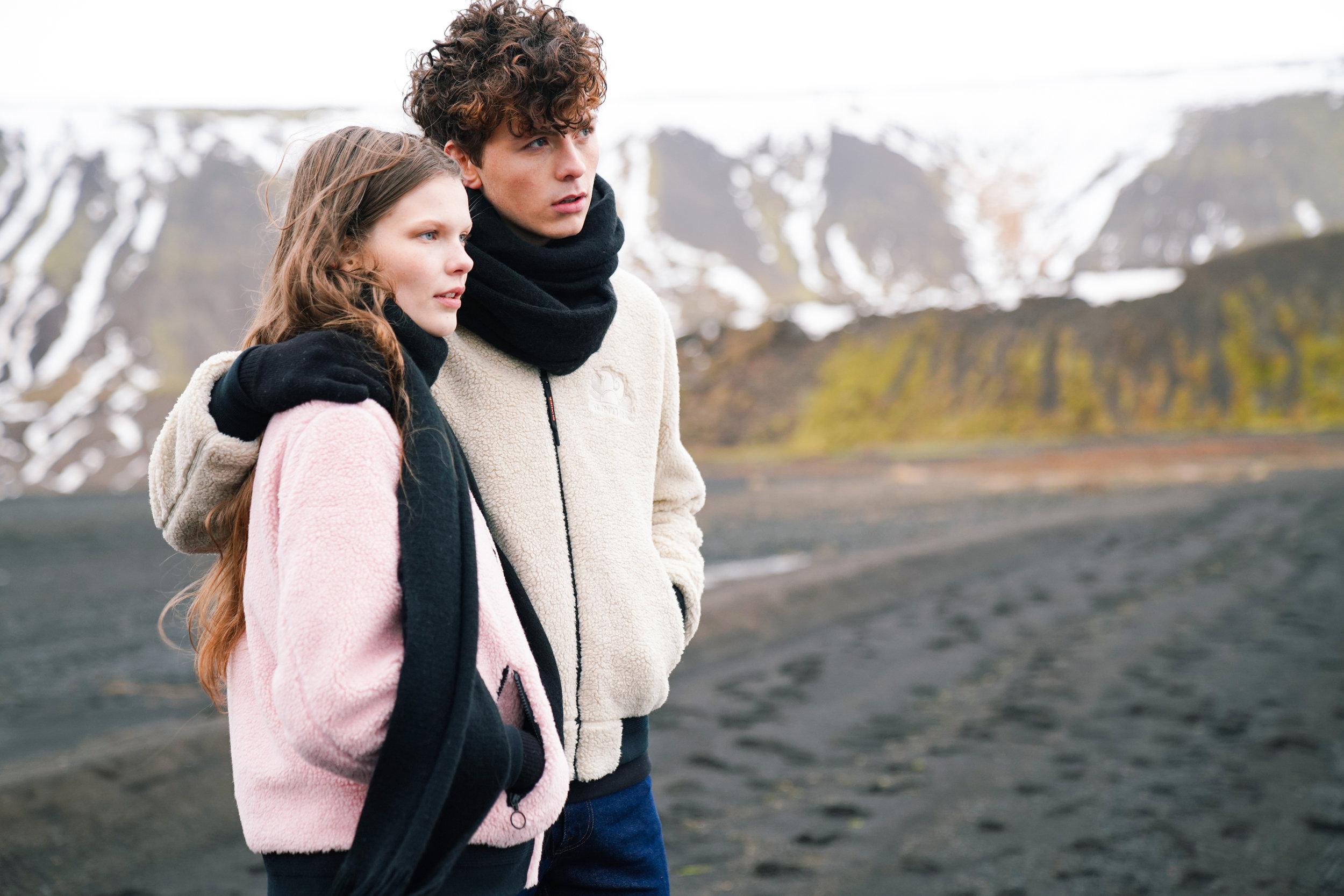 Sundek photoshoot Kristin and Sólon at Kleifarvatn, wearing pink jacket and white jacket