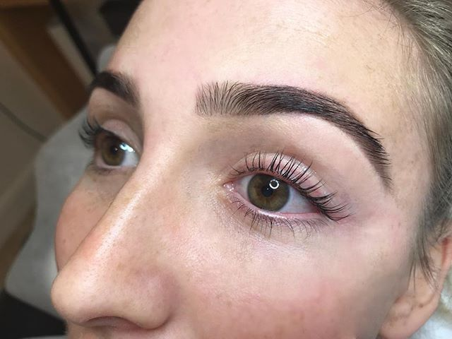 look at these lovely lashes. no more mascara ladies... put love into your own lashes! . . . . . . #thesalon #thesalonbybeclissa #beauty #health #wellbeing #naturopathy #brows #brow #eyebrows #facials #led #lighttstim #dermaquest #henna #beautysalon #microblading #lashlift #lashtint #browtint #browwax #spraytan #bronzing #bronze #coledale #ellebana