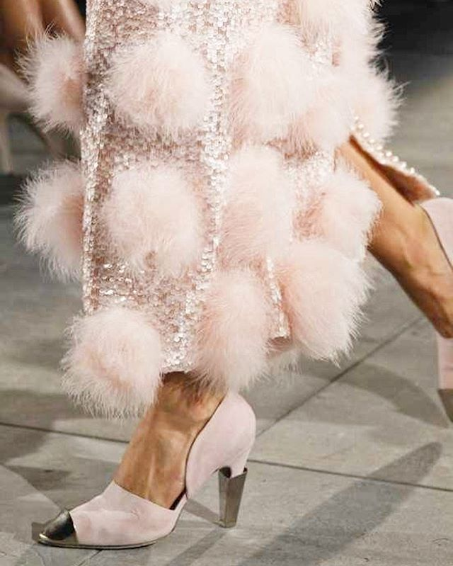 chanel details ⚪️ where are you off to this weekend dressed fabulous? image via @chanelofficial . . . . . . . . #thesalon #thesalonbybeclissa #beauty #health #wellbeing #naturopathy #brows #brow #eyebrows #facials #led #lighttstim #dermaquest #henna #beautysalon #microblading #lashlift #lashtint #browtint