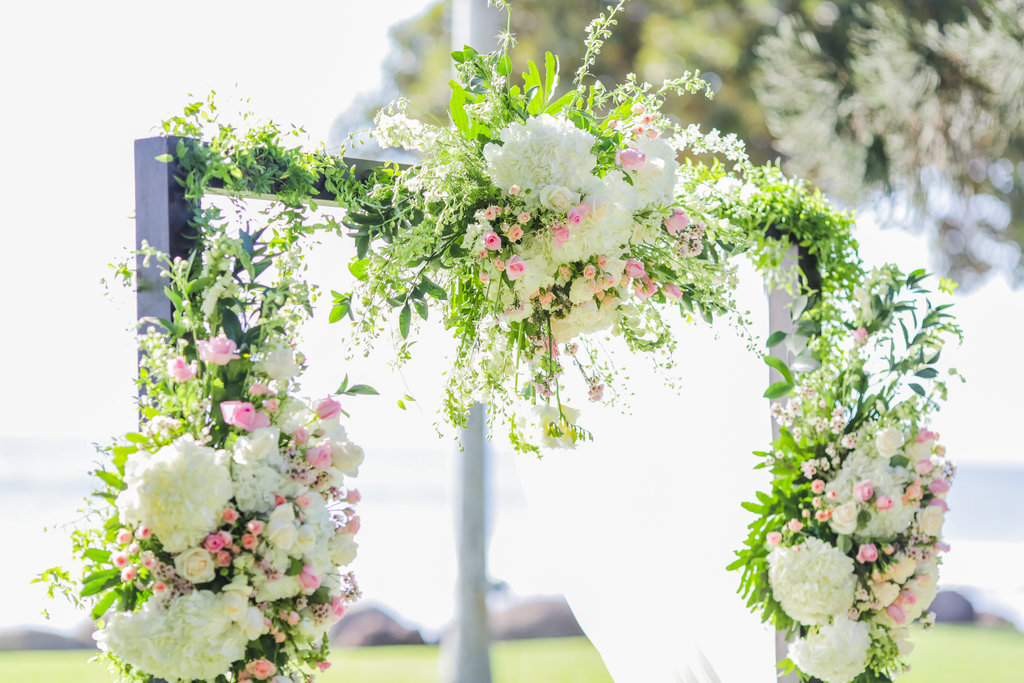 Hawaii Wedding Florist.jpg