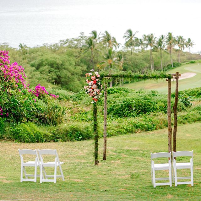 We couldn't tell you how much we love the #gorgeous #ceremony setting @gannonsmaui offered for Stephanie + Jason's sweet #wedding day even if we tried! Photographer: @mariahmilan Floral Designer: @petals_maui