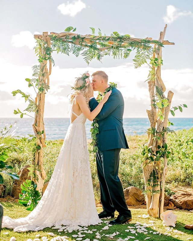 It's official: we're obsessed with Alaina + Richard's Kai Lani #Mauiwedding! 🌸 Photographer: @mariahmilan Floral Designer: @petals_maui