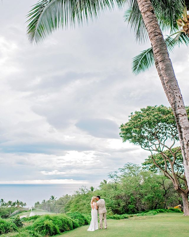 The person you think of when you stand by the #ocean, that's the one who your heart belongs to... Photographer: @mariahmilan Venue: @gannonsmaui