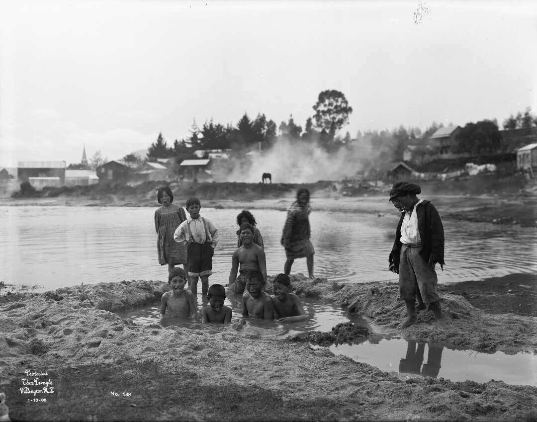 Figure 5 Ruapeka Bay, Ohinemutu 1905 (1/1-003726-G National Library)