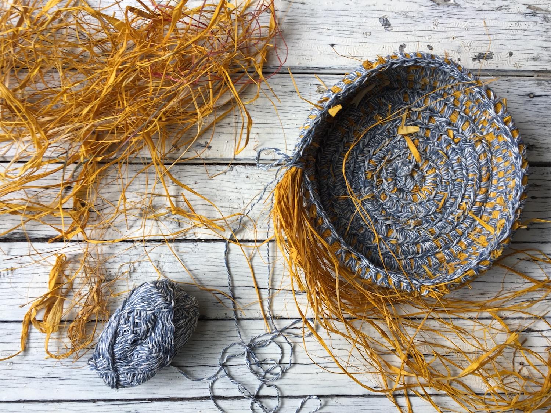 Ellie Beck Petalplum - corchet basket tutorial yellow and blue.JPG