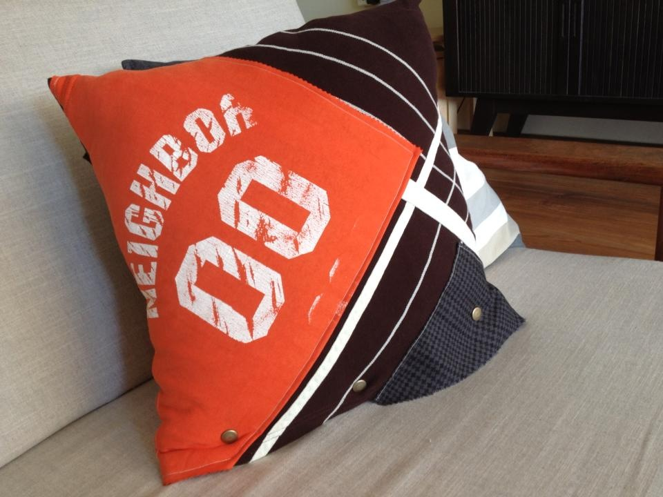 Sofa + Cushion- upcycled Tee_01.jpg