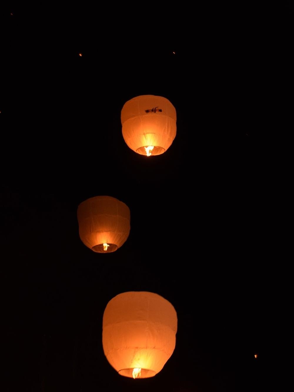 beleuchtet-beleuchtung-dunkel-415693.jpg