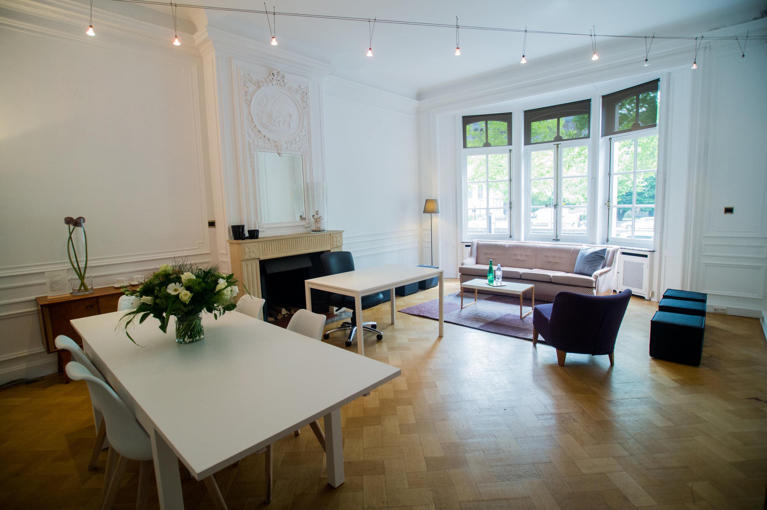 Tea room - Beau living parfait pour les brainstormings et les prises de décisions stratégiques.