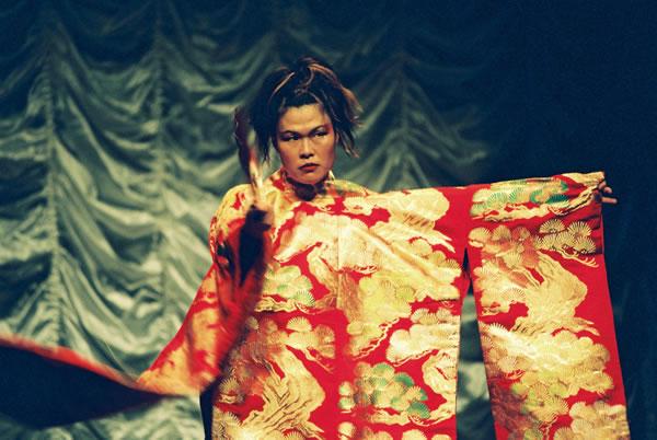 Hebi_Onna_-_The_Burlesque_Hour_Yumi_Umiumare_pic_Heidrun_Lorh.jpg