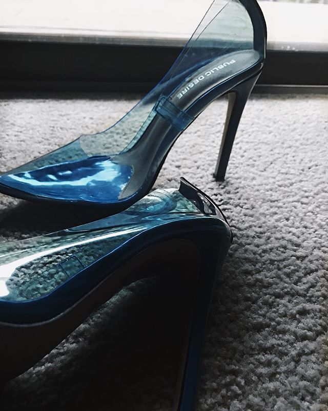 Mirrors  @publicdesire  #ohsodinma #shoes #hotd #nigerianfashionblogger #style #whatiwore #stylist #inspo #sotd #nigerian #publicdesire #perspexheels #heels