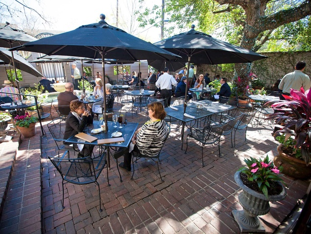 Backstreeet-Cafe-patio-with-people-day_132237.jpg