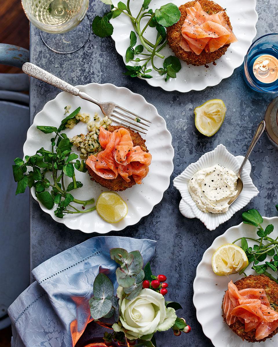 Smoked salmon with lemon arancini cakes