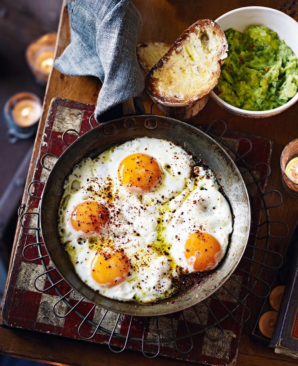 Chilli eggs with guacamole